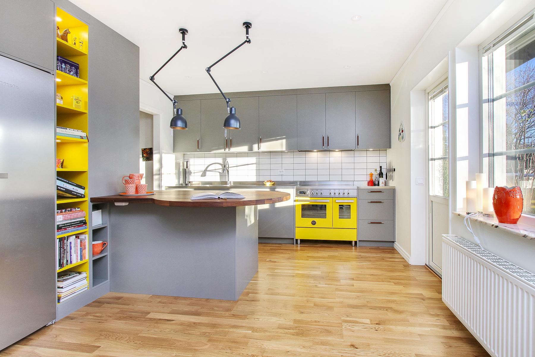 Färgsprakande kök i hässelby   erarum   design & interiör